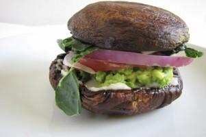 Portobello burger gezonde variant op broodje hamburger
